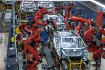 Robots fabricando coches
