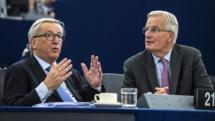 Jean-Claude Juncker-a la izquierda-y Michel Barnier.