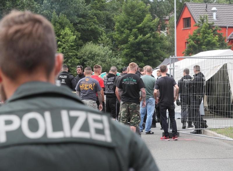 Pequeña ciudada alemana se rebela contra festival de música neonazi