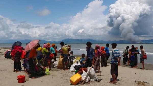 Refugiados rohingya en el lado bangladesí del río