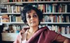 """Arundhati Roy: """"La raza humana está sobre un cementerio"""""""