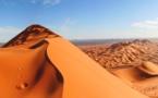 """Marruecos: """"baños de arena"""" al pie de las dunas de Merzouga para el reúma"""