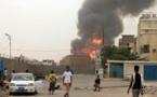 El humo de una explosión por un bombardeo saudí en Yemen