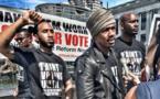 """Ataques a policías provocan cambio de timón en movimiento """"Black Lives Matter"""" de EEUU"""