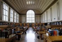 Una biblioteca donde los alumnos estudian en Berkeley