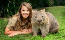 Una mujer con un wombat