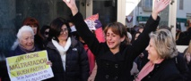 Juana Rivas, levantando los brazos