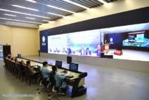Empleados asisten a la ceremonia de inauguración de la línea principal Jing-Hu (Beijing-Shanghai)