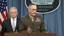 El secretario de defensa Jim Mattis-a la izquierda-y el jefe de estado mayor el general Joseph F. Dunford jr.