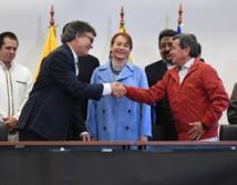 Representantes del gobierno colombiano y del ELN, en Quito, Ecuador.
