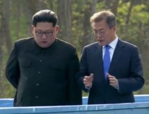 Kim-a la izquierda-y Moon Jae-in