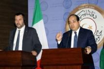 Salvini hoy en Trípoli, Libia, con uno de los líderes de milicias fundamentalistas que gobiernan allí.