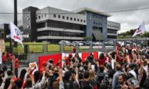 Simpatizantes del PT ante el lugar de detención de Lula