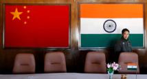 Las banderas de China e India.