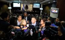 Welsy Vásquez hablando con periodistas