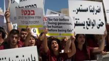 Estudiantes cristianos palestinos pidiendo más dinero para sus escuelas