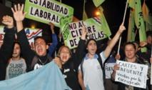 Estudiantes pidiendo la renuncia de la ministra