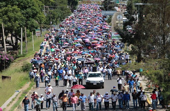 Manifestantes del CNTE