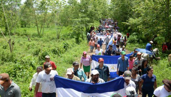 Una de las marchas contra el canal
