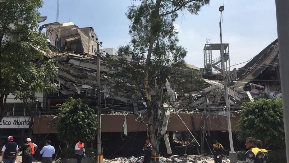 Un edificio destruido por el terremoto