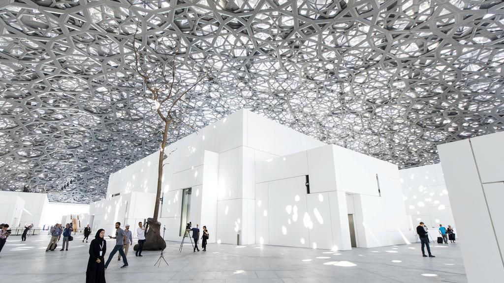 El interior del nuevo museo de Abu Dabi