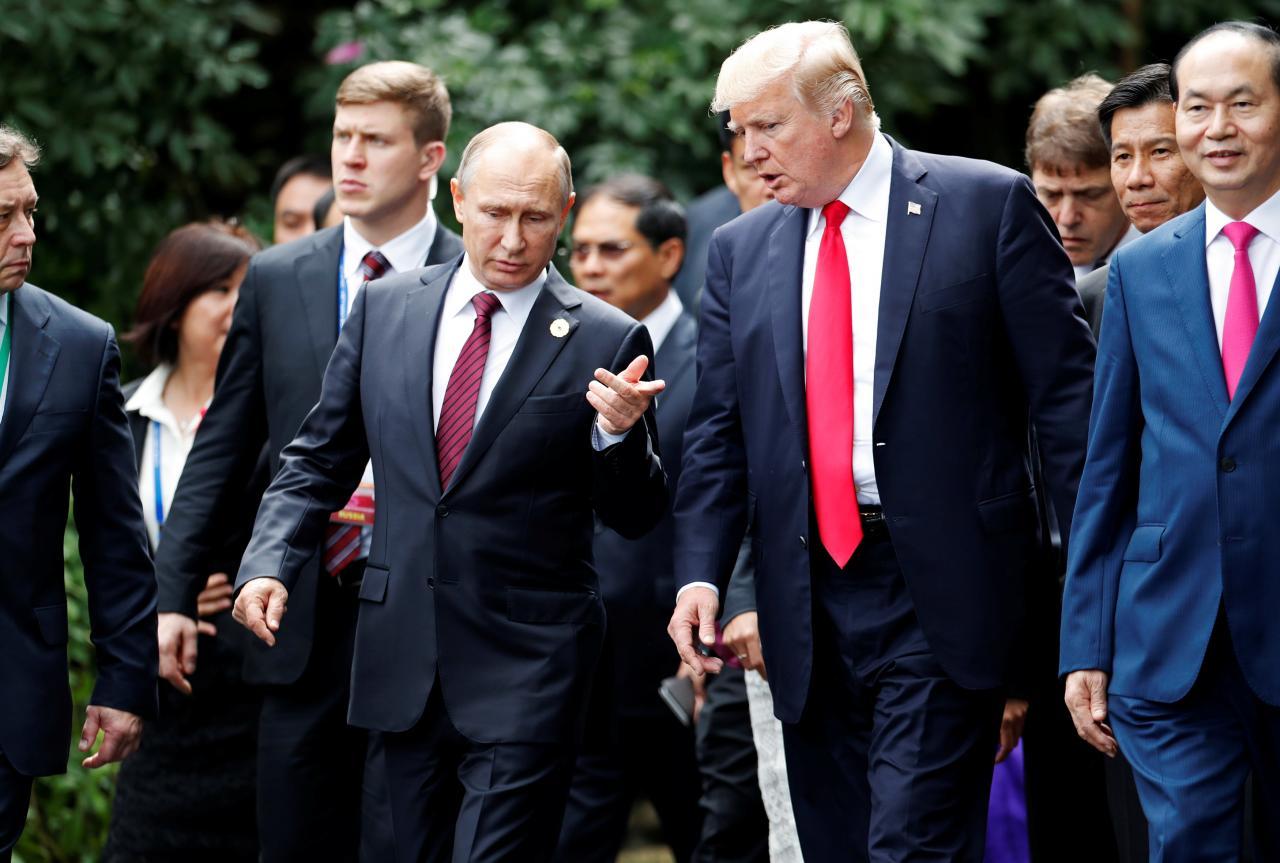 Putin-a la izquierda-y Trump