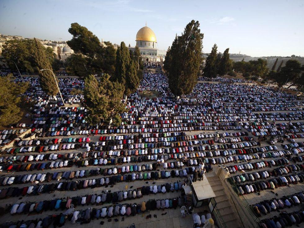 Musulmanes rezando en Jerusalén