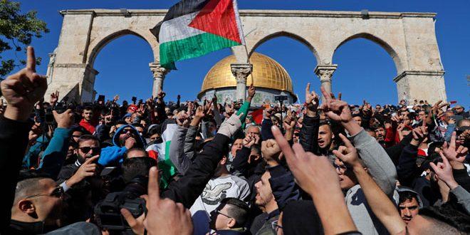 Manifestantes palestinos protestan contra la decisión de Estados Unidos de reconocer a Jerusalén como capital de Israel.