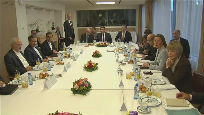 Representantes de la Unión Europea y de Irán hoy en Bruselas
