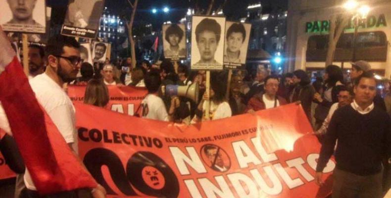 Manifestantes contra el indulto en Perú