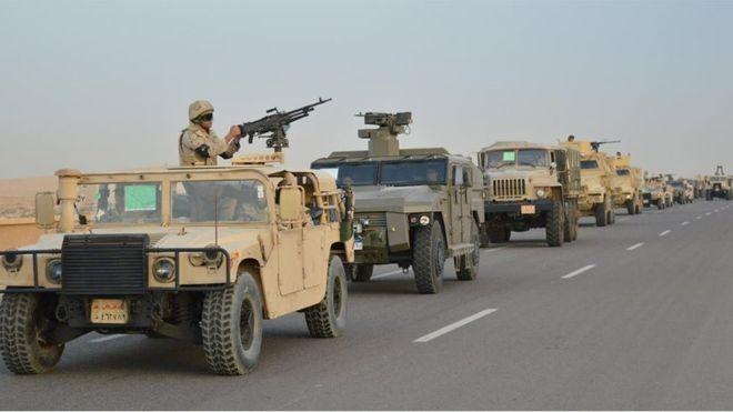 Una columna del ejército egipcio