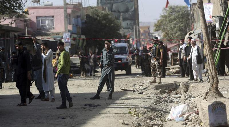 El lugar de una explosión causada por el daesh-EI-en una zona chií de Kabul, Afganistán
