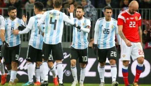 Messi y otros jugadores argentinos