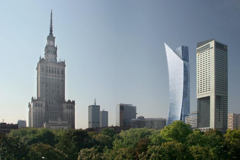 El edificio curvo, el segundo por la derecha, es el Zlota 44, de Libeskind, en Varsovia