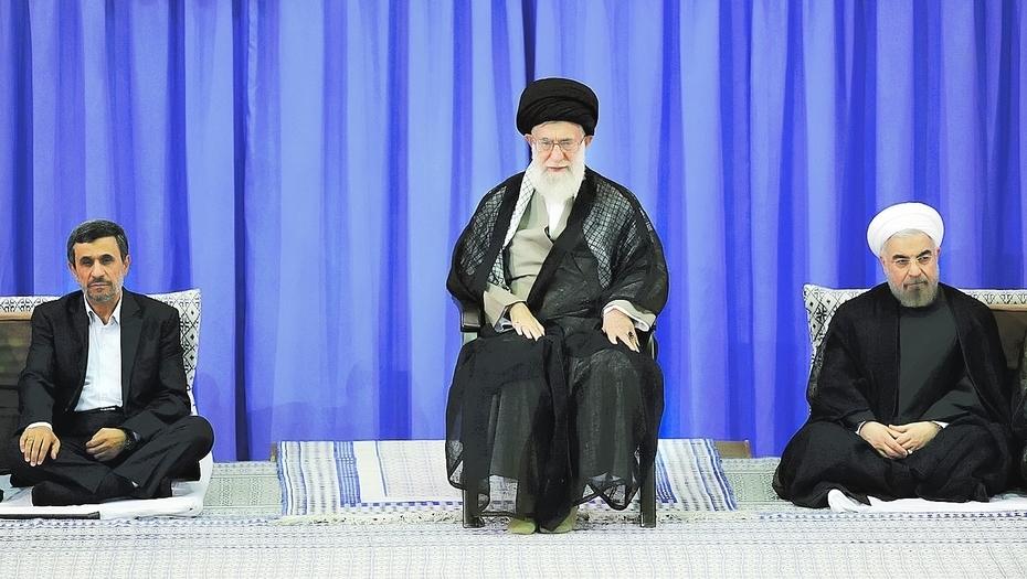 De izquierda a derecha, Ahmadiniyad, Jamenei y Rohani.