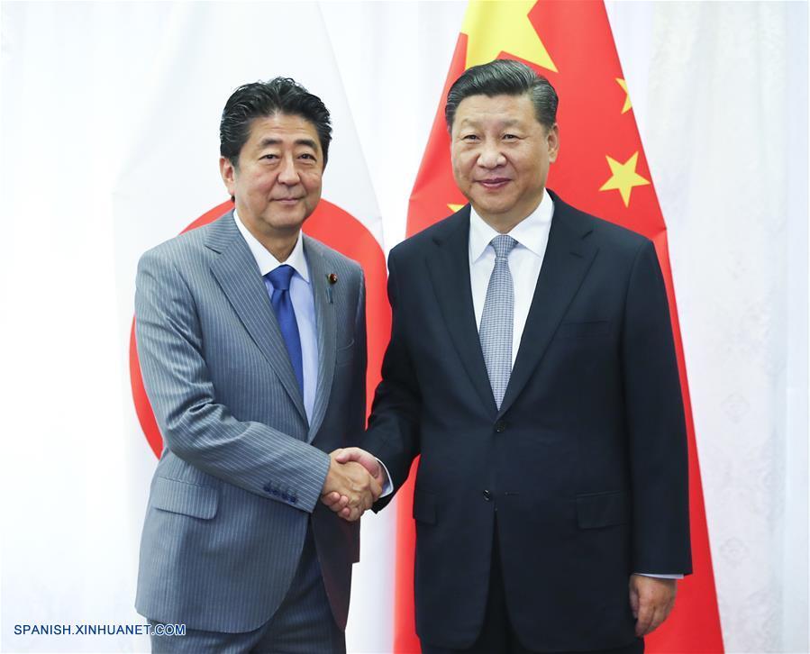 Abe-a la izquierda-y Xi