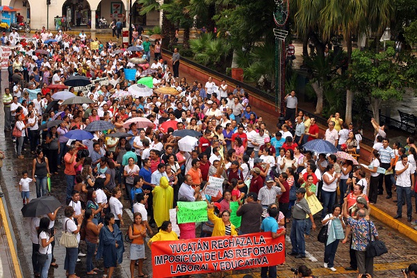 Maestros manifestándose en México