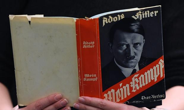 """Maestros alemanes quieren incluir """"Mi lucha"""" de Hitler en programas escolares"""