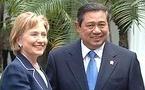 Hillary Clinton se reúne con presidente indonesio