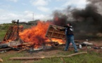 Policía y paramilitares disuelven a tiros retenes en Nicaragua