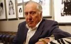 El escritor con pasado de informante Frederick Forsyth cumple 80