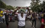 Presidente sudafricano anula alza de matrículas tras revuelta de estudiantes