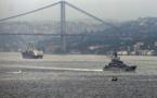 Intenso tráfico de navíos de guerra rusos en Bósforo pese a tensión Rusia-Turquía